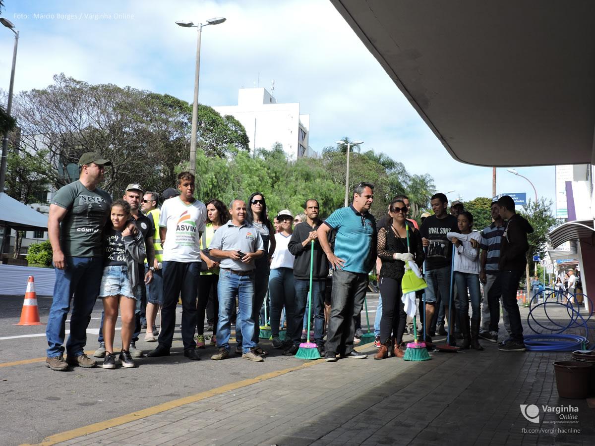 Mutirão de limpeza do Cine Rio Branco