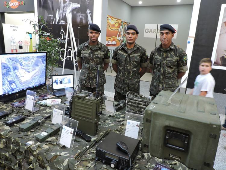 Exposição do Exército no Via Café